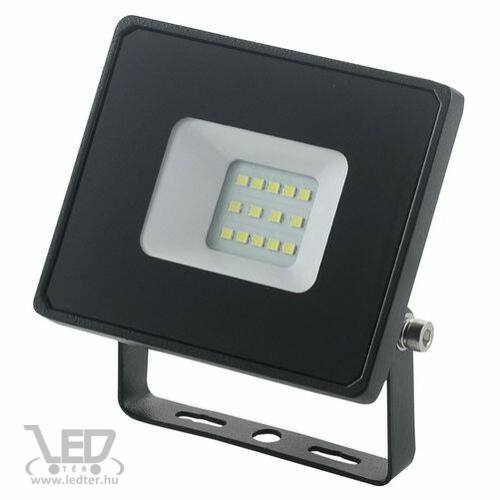 Normál LED reflektor melegfehér 10W 780 lumen