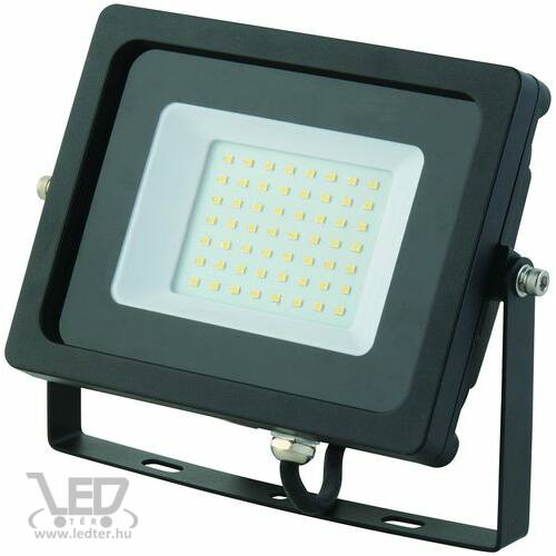 Normál LED reflektor melegfehér 30W 2500 lumen